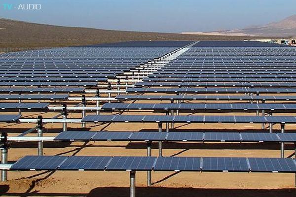Xây dựng nhà máy điện năng lượng mặt trời lớn nhất thế giới